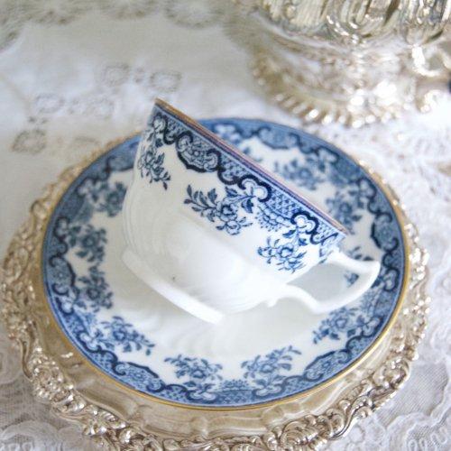 1890年代・ウェッジウッド・ブルー&ホワイトのレースのような模様の小さめなティーカップ&ソーサー(送料込)