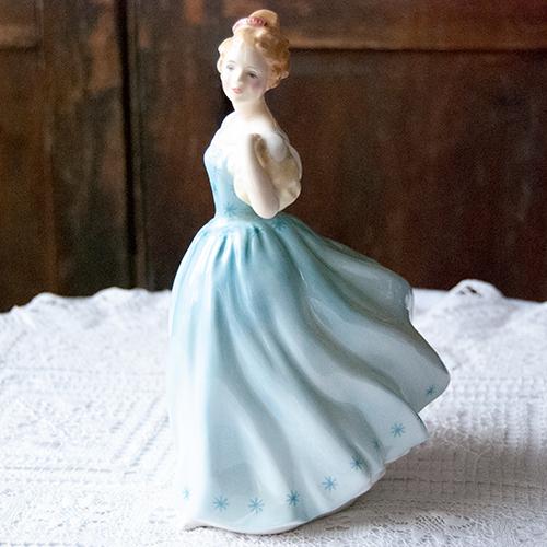 ロイヤルドルトン・1956年水色のドレスの娘フィギュリン(送料込)