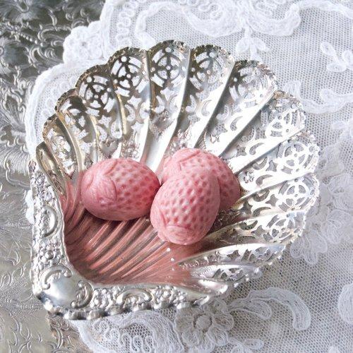 繊細な透かし細工が美しい貝殻形のボンボンディッシュ(送料込)