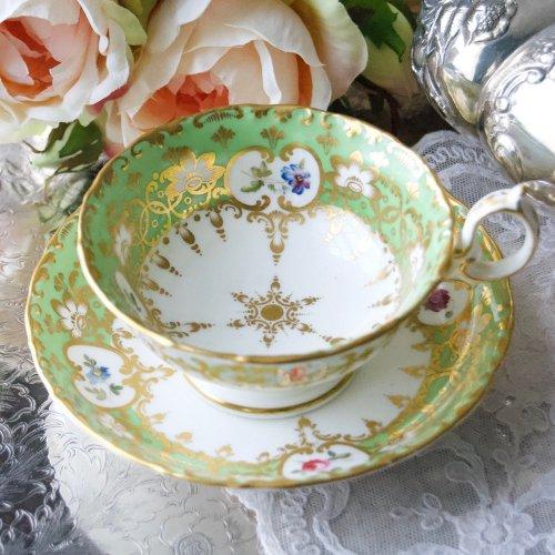 1840年代・ミントン・鮮やかな黄緑色と小さな手描きのお花のティーカップ&ソーサー(送料込)