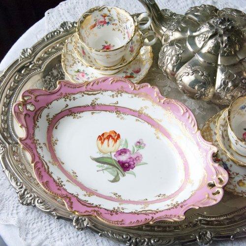 1830年代・コールポート・ピンク色と手描きのチューリップのオーバル型デザートディッシュ(送料込)