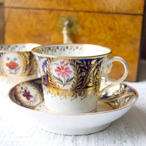 1800年初期・チェンバリンウースター・珍しいシェイプ・手描きとコバルトと金彩のトゥルートリオ(送料込)