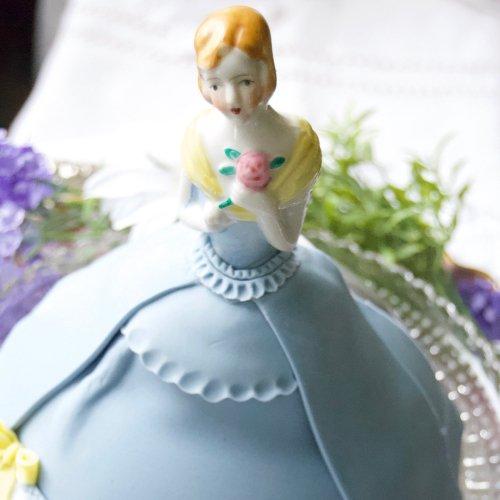 水色のドレスに黄色いショールのバラを持った夫人のハーフドール(17)(送料込)