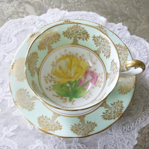 ヴィンテージ・淡いエメラルドグリーンと大輪のバラ模様のティーカップ&ソーサー(送料込)