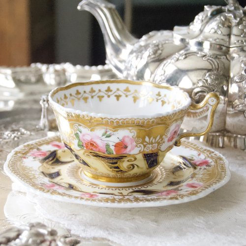 1820年代・イエーツ・手描きの美しい英国のバラのとゴージャスな金彩模様のティーカップ&ソーサー(送料込)
