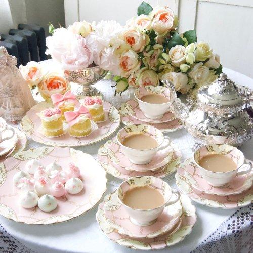 1940年代・クイーンチャイナ・淡いピンク色とクリーム色のふんわり可愛らしいティーセット訳あり(送料込)