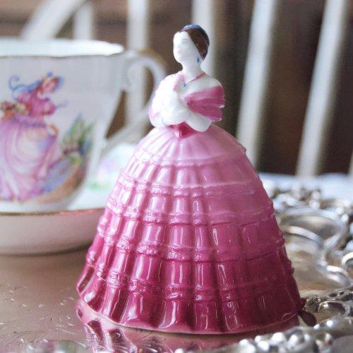 """コールポート・小さくて可愛らしいピンクのドレスの限定フィギュリン""""ウィンタータイム"""" (送料込み)"""