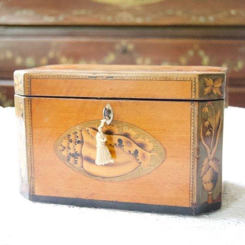 1780年代・ジョージ3世・貝殻のモチーフのインレイが美しいティーキャディ (送料込)