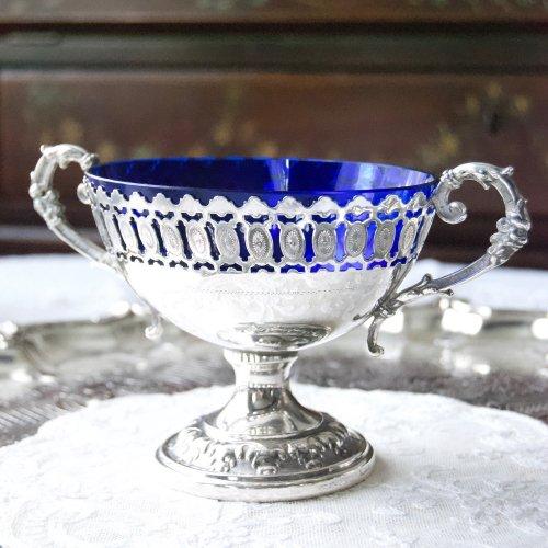 青いガラスのインサート・すかし細工ハンドルの付いた美しいボンボンディッシュ(送料込)
