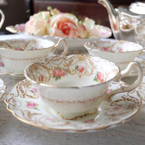 ロイヤルドルトン・踊るようなスクロール模様とピンクのバラのお花が可愛いカップ&ソーサー6客セット 訳あり品 (送料込)
