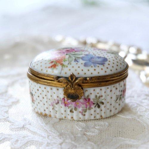 フランス・ベルエポック期 ゴールドのドット柄と手描きの野花のパッチボックス(送料込)