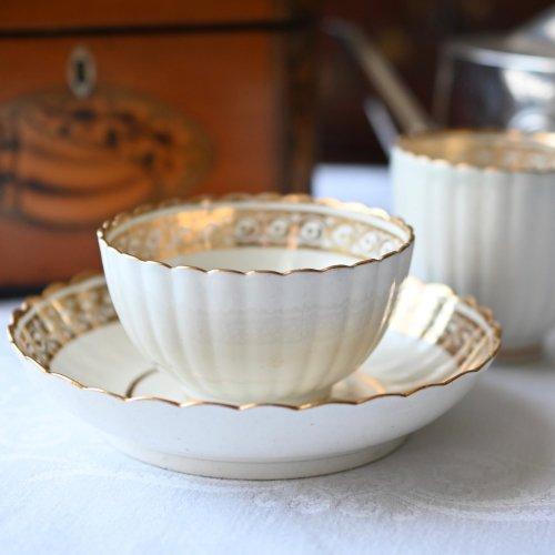 1780年代・カーフレイ・ホワイト&ゴールド 薄巻柄の縁取りのティーボールトリオ(送料込)