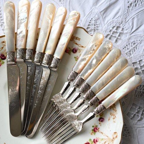 1890年代・シルバープレート・白蝶貝のハンドル・アイビーの葉がエングレイブされたティーナイフとフォーク・6本セット箱付き(送料込)