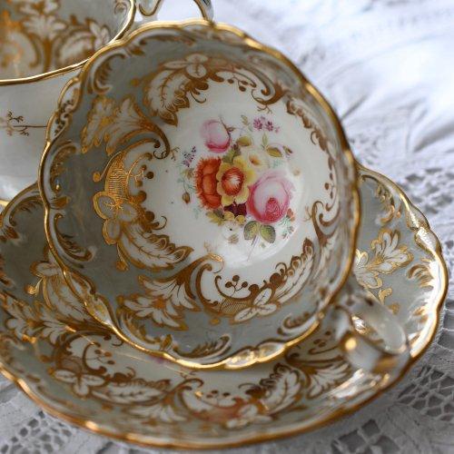 1830年代・コールポート・アデレードシェイプ・グレー色と手描きのお花のトゥルートリオ(1)(送料込)