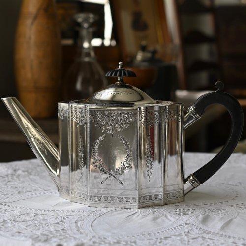 1870年・バラのエンブレム シルバープレート製ティーポット(送料込)