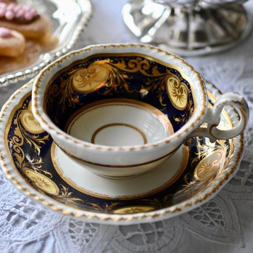 1840年代・H&Rダニエル 気品あるガドルーン縁飾りのティーカップ&ソーサーデュオ(送料込)