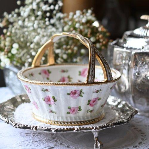 1820年代・メーカー不明・手描きのピンクのバラが全体に散りばめられたボンボンバスケット(送料込)