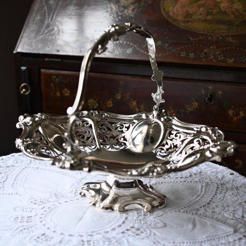 1870年代・エルキントン カルトゥーシュ装飾と透かし柄がゴージャスなハンドル付きブレッドバスケット(送料込)