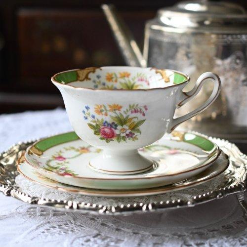 シェリー・ゲインズバラシェイプ  グリーンのリムとバラのガーランド柄が可愛らしいティーカップトリオ(送料込)