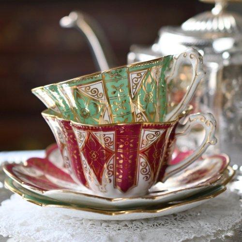 1890年代・フォリーチャイナ・金の絵柄が華やかなデイジーシェイプ カップ&ソーサーデュオ 2種類のお色があります。(送料込)
