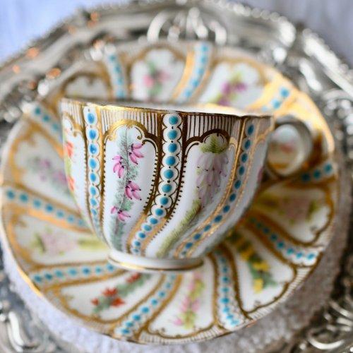 1860年代・ミントン・稀少・ミントンブルーのジュエルと手描きの花々のカップ&ソーサー(送料込)