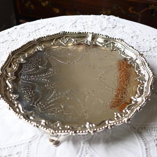 シルバープレート・お花模様のエングレイブとビーデッドの縁取りが美しいサルヴァ(送料込)