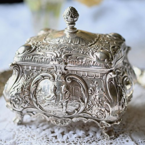 1900年・ジョン ジョージ スミス 宝箱のような形をしたスターリングシルバー製ティーキャディ(送料込)