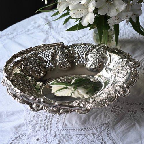 ヴィクトリア時代後期・シルバープレート・透かし細工とお花模様のハンドルつきフルーツバスケット(送料込)