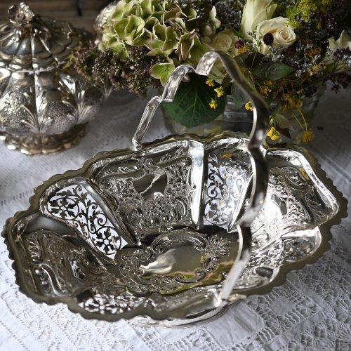 ビクトリア時代・お花のような形が上品なシルバープレート製ハンドル付きバスケット(送料込)