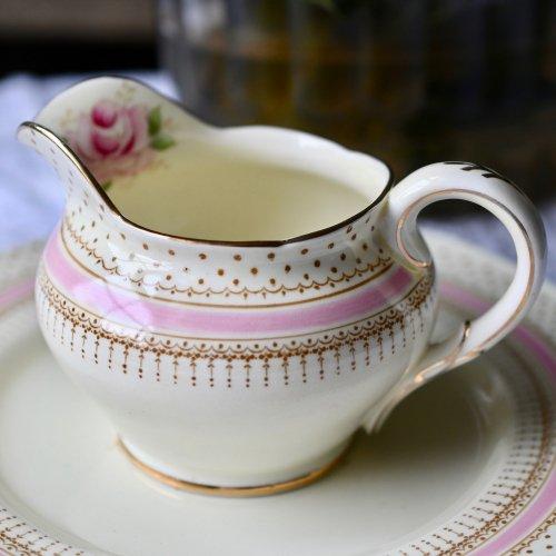 パラゴン・ドット模様とピンクのバラが可憐なミルクジャグ (送料込)