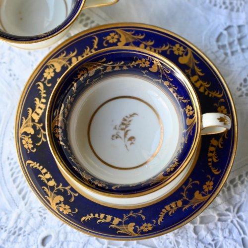 1820年代 サミュエルオールコック ロイヤルブルーとゴールドのすずらん模様が上品なトゥルートリオ(送料込)