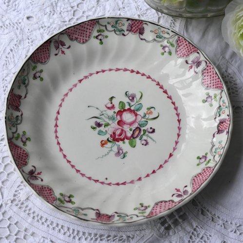 1790年代・ニューホール・ピンクのスケール模様と手描きの花柄のディナープレート(送料込)