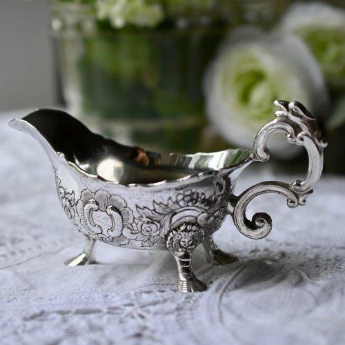 天使柄モチーフのレピュセ細工が美しい シルバープレート製小ぶりのソースボート(送料込)