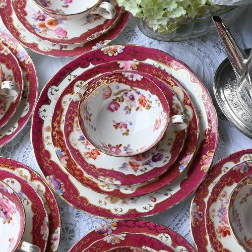 1840年代・ワインカラーと優しい色合いの花柄がエレガントなティーカップトリオ 豪華21点セット(送料込)