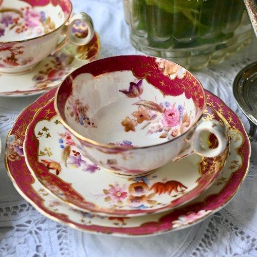 1840年代・ワインカラーと優しい色合いの花柄がエレガントなティーカップ トリオ または デュオ 単品 (送料込)