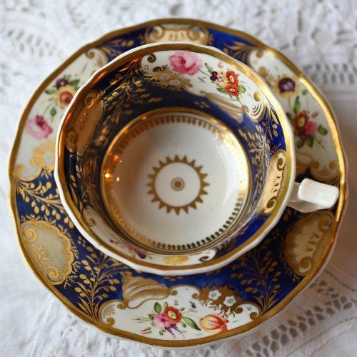 1820年代 金彩とコバルトブルーと花柄がゴージャスなティーカップ&ソーサー (送料込)