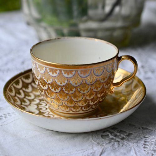 1800年代初期・スポード クラシカルな鱗柄が美しい金のカップ&ソーサー(送料込)