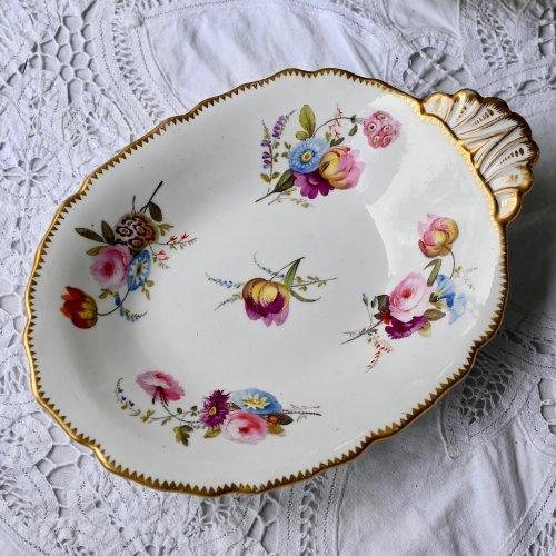 ヴィクトリア時代初期・リッジウェイ 手描きのブーケ花が美しいワンハンドルディッシュ (送料込)