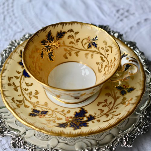 1830年代 コープランドギャレット クリーム色の素地と金彩と小さな赤い実のティーカップ&ソーサー(送料込)
