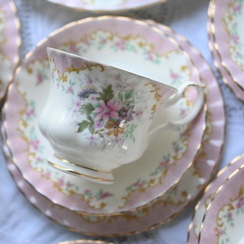 ロイヤルアルバート セレニティ ピンクのドット模様と可憐なお花柄のティータイム 21点セット(送料込)