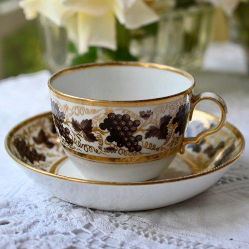 1800年代初期 スポード・手描きの金彩とブドウ柄がシックなティーカップ&ソーサー(送料込)