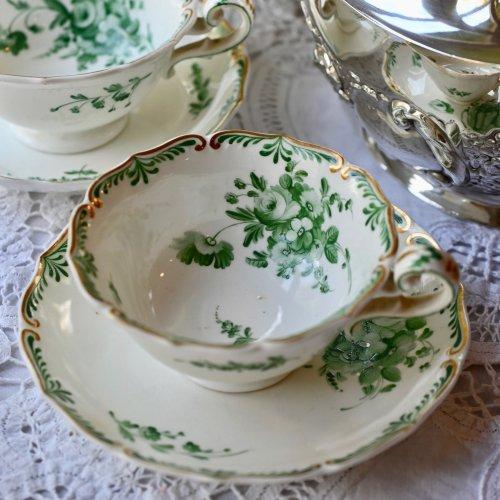 1830年代 ダベンポート 鮮やかなグリーンブーケ花模様と金彩がエレガントなティーカップ&ソーサー デュオ(送料込)