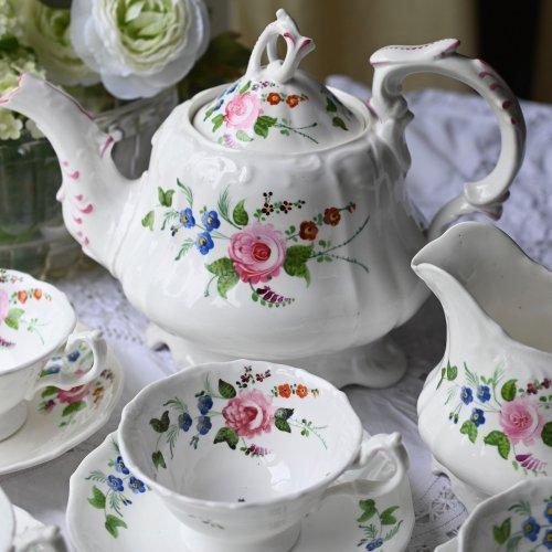ヴィクトリア時代・白磁と鮮やかな花柄のティーセット 陶製ティーポットつき(送料込)