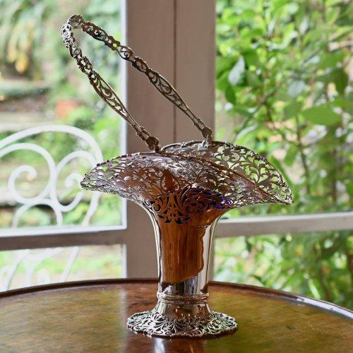 エドワード時代・ピアシング細工の美しいコバルトグラス付きフラワーベース スターリングシルバー製(送料込)