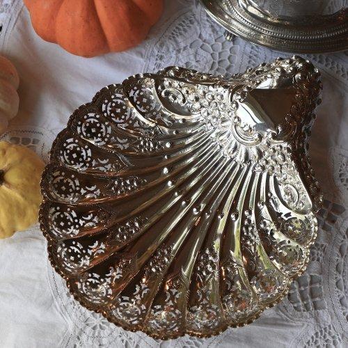 1899年製・繊細な透かし模様が優雅な貝殻型ディッシュ(送料込)