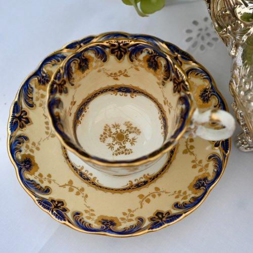 1830年代・コールポート・アデレードシェイプ・コバルトとクリームカラーの色合いが珍しいコーヒーカップ&ソーサー  デュオ(送料込)