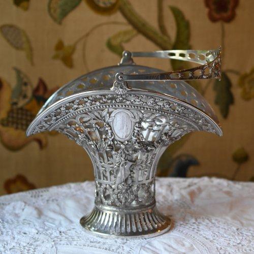 1890年代・リボンとバラのガーランド模様が豪華なグラス付きフラワーバスケット・ジャーマンシルバーメタル製(送料込)