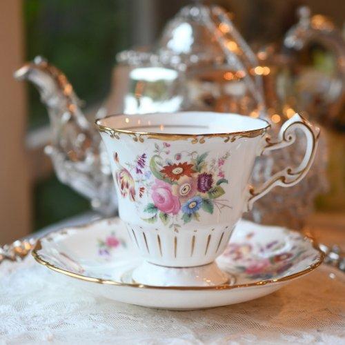 モダンコールポート 金彩とハンドルのデザインが美しいコーヒーカップ&ソーサー(送料込)