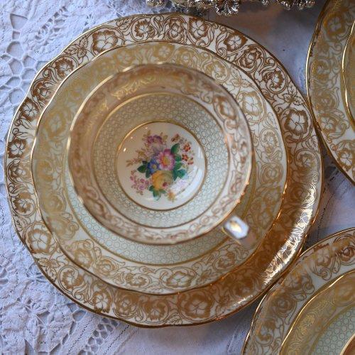 ハマースレイ・金色のフラワープリント柄が華やかなティーカップ  トリオ(送料込)