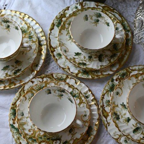 1910年代  グリーンの花模様と金彩が美しいオリエンタル風のティーカップ トリオ  3客ございます(送料込)